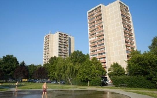 Šedivé dědictví minulého režimu? Zajímavé příběhy panelových domů na Královehradecku
