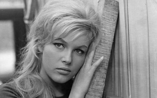 Tato překrásná blondýnka to dotáhla z českých hereček vůbec nejdál. Byla představena i královně Alžbětě a princi Charlesovi