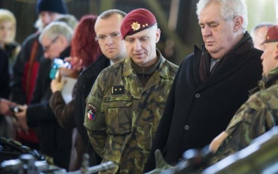 """Prezident Zeman v Pardubicích, Chrudimi i Přelouči: Přiznal lidem, """"kdy a kde se mýlil v politice"""".  A zase ty karty..."""