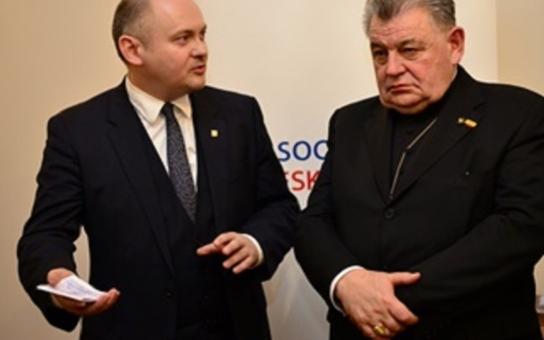 Církev chce čerpat peníze z evropských fondů. Podle hejtmanů by měly jít do sociálních služeb. Vyjádřil se i kardinál Duka