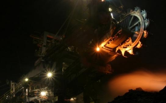 Ministr Mládek v Sokolově jednal s odboráři těžební společnosti. Také přislíbil podporu dostavby R6. Kdo žaloval na ČEZ?