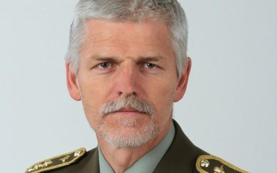 Armáda prý musí držet hubu a krok! Proti čemu protestuje a před čím varuje generál Pavel? A proč byl ve válce s ministrem?