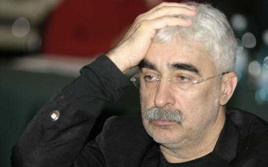 """Despotický """"Drákula"""", bývalý šéf TV Nova, je za katrem. Neuvěříte, jak se choval k českým zaměstnancům a kolik miliard uvízlo rumunskému mafiánovi za drápy"""