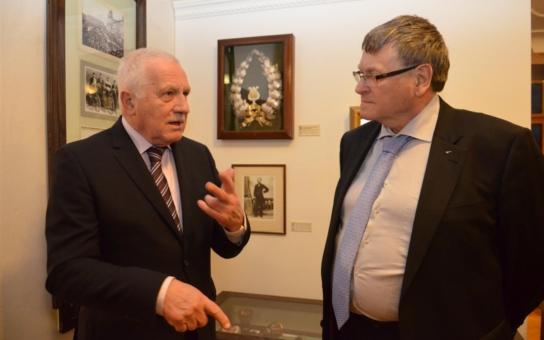 Václav Klaus přijel tajně na Vysočinu: Obhlédl si meteorit a zúčastnil se kulatého stolu s místními podnikateli