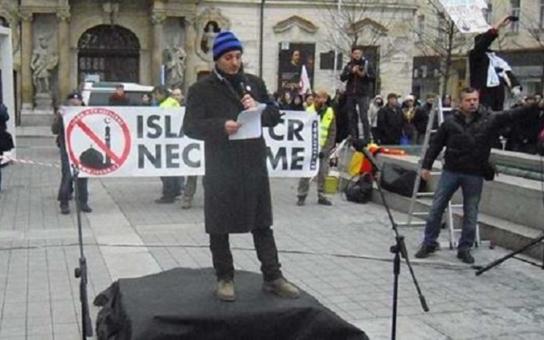 """Ještě dnes si v Brně povídají, co se dělo na demonstraci protiislamistů o valentýnském víkendu: """"Ten nešťastný kluk Mohamed! Máte drzost kousat do ruky, která vás živí"""