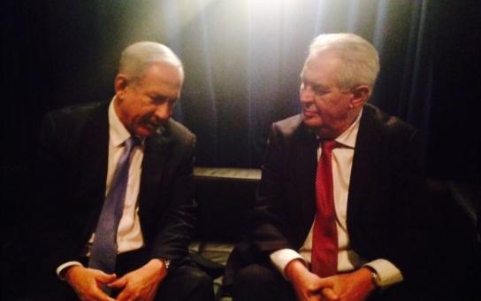 Amerika miluje Miloše Zemana. Od dob Havla jsme v USA potlesk na otevřené scéně pro českého prezidenta nezažili