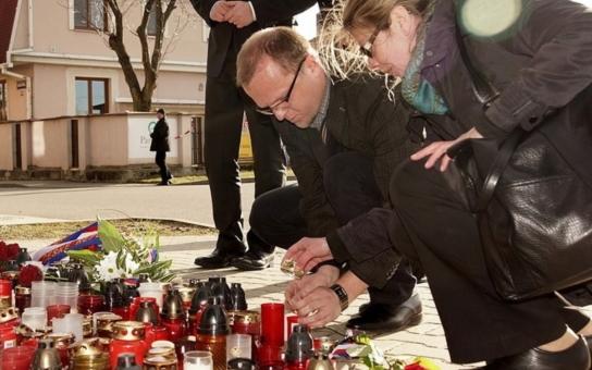 Hejtman Netolický uctil památku obětí v Uherském Brodě. Promluvil o obchodu se zbraněmi. Změna zákonů si vyžaduje minimálně debatu