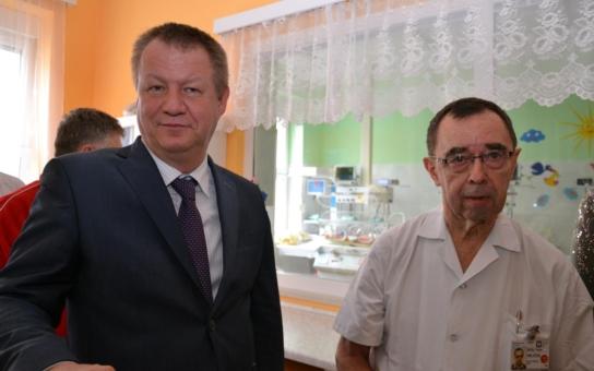 Ministr zdravotnictví Svatopluk Němeček navštívil nemocnice na Vysočině, kde chybí desítky doktorů. Jak chce změnit systém jejich vzdělávání?