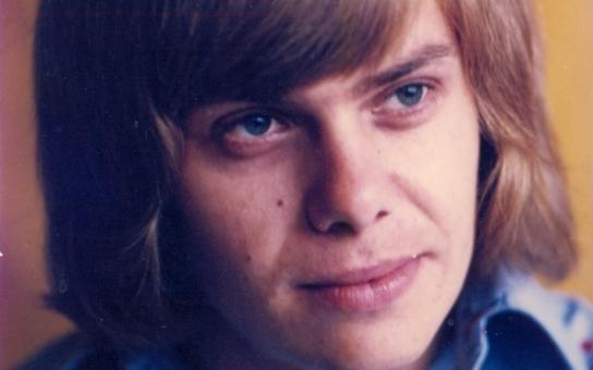 Záhadná smrt nadějného rockera: Žije někde v ústraní, doplatil na alkohol a drogy, nebo se ho 'mocipáni' potřebovali zbavit? Tajnosti slavných