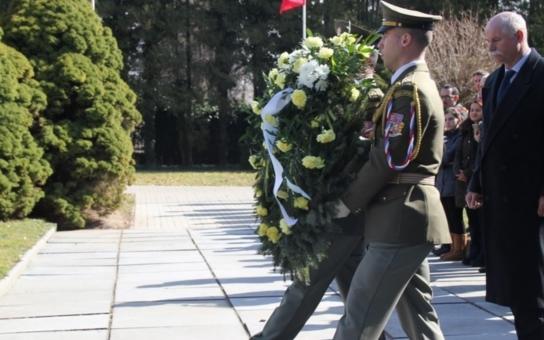 Vedení kraje se vypravilo mezi náhrobky. Památku tureckých vojáků uctili velvyslanec i pardubický primátor