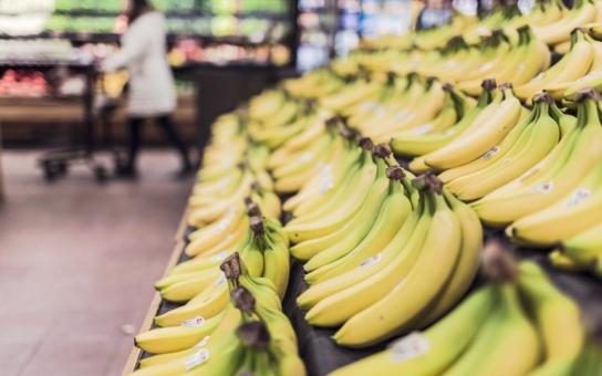 Neuvěřitelné svědectví z LIDLU:  Pobláznění Pražané skupují palety banánů. Doufají, že v krabicích najdou drogy