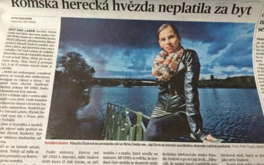 """Kdo má pravdu, """"kavárna"""", nebo """"hlas lidu, hlas boží""""? Nezaplacená činže 26 tisíc. Banalita? Ne, mediální smršť. Kauza romské herečky rozdělila společnost"""