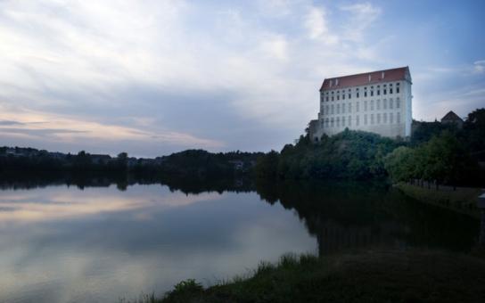 Koupání na přehradě nedaleko Prostějova závisí na tom, jak se obce poperou s odpadními vodami. Našlo se řešení, jak se zbavit fosforu, který je příčinou?