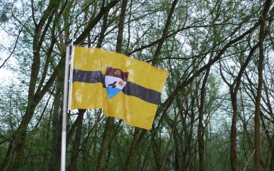 Žádosti o občanství vyřizují postupně, komunikují jen elektronicky. Zakladatel nového státu Liberland to myslí vážně, zavádí elektřinu, vlastní měnu… A lidé se hrnou