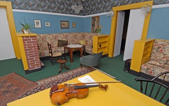 Zajděte si do ložnice dvougeneračního apartmá od světově proslulého architekta. To je pastva pro oči. Jedna z největších událostí Plzně - Evropského města kultury