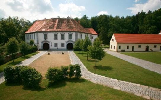Do boje proti úložišti radioaktivního odpadu se s obcemi v Plzeňském kraji dali Starostové a nezávislí. Nejde jen o zviditelnění, vše se děje ve spěchu a s riziky. Navíc přeci nechceme být smetiště Evropy