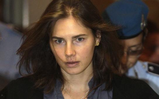 Vzpomínky údajné vražedkyně Amandy Knox: Zpověď naivní dívky, nebo způsob, jak vydělat velké peníze?