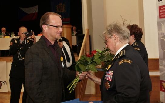 Medaile z rukou hejtmana Netolického dostali dobrovolní hasiči za celoživotní práci, přesněji řečeno jeden hasič a dvě hasičky. Bylo to osobní rozhodnutí nejvyššího představitele kraje