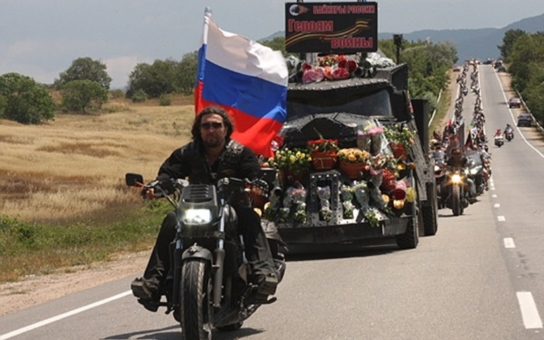 Zbytečná hysterie, nebo oprávněné obavy? Zastavme Putinovy Noční vlky, vyzývá 75 osobností, John Bok, Kocáb, olympionik Hradilek... Co jsou tihle motorkáři zač?