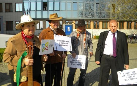 Padni, komu padni, ať jsi chudák nebo radní! Starostové na Olomoucku odkrývají partajní korupci