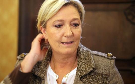 Úplně jiný pohled na Marine Le Pen od českého novináře, který mluvil s jejím otcem: Ona už není extrémní, ani kontroverzní moc ne. A naparující se Okamura…