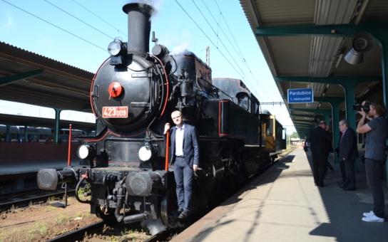 Bejček, Krokodýl, Rybák - tak se jmenují historické vlaky, které na Králicku znovu lákají turisty. A očividně úspěšně!