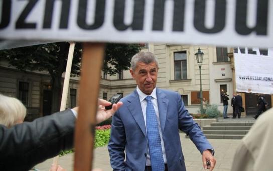 Andreje Babiše ženou k soudu za šíření poplašné zprávy, že bude pronásledovat velké ryby! Zjistil to jako jediný server InfoBaden. Zde jsou podrobnosti