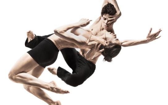 Balet Národního divadla uvede celovečerní dílo jednoho z nejslavnějších choreografů současnosti, Ohada Naharina: decadance