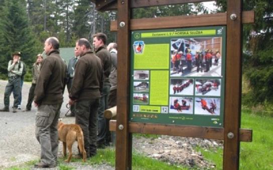 Národní podnik lesů otevřel na Klatovsku naučnou stezku. Máme i mapu. Počítá se i s cyklisty