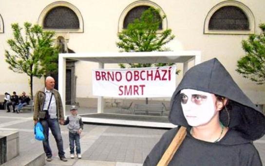 Brno obchází smrt. České zbraně zabíjely civilisty a končí v rukou nedemokratických režimů, tvrdí aktivista