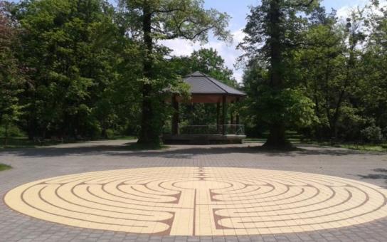 Metr, provázek a křída. Ve Frýdku-Místku vznikl tajuplný labyrint. Podobný můžete vidět na podlaze katedrály ve francouzském Charters