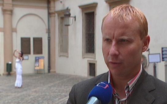 Europoslanec ČSSD dostal po hubě na stranické schůzi v Praze, zavolal nám zdroj