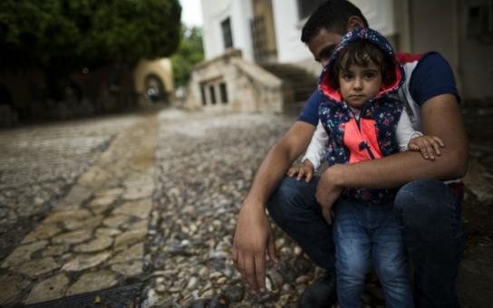 Řek z ostrova Kos popsal, jak vypadá zoufalý uprchlík, když se mu vylodí pod okny: Přes rameno kabelku Gucci a v kapse iPhone