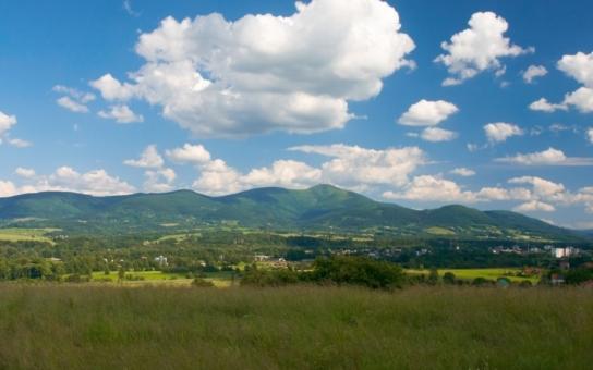 """Už jste vystoupali na nejvyšší vrchol Moravskoslezských Beskyd? Na Lysou horu můžete vyšlápnout i s komentátorem. Víme, o čem s vámi """"poklábosí, bude to zábavné"""