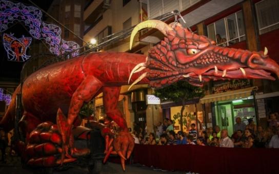 Dvacetimetrový drak, dvanáctimetrová marioneta... Obří loutky ze Španělska, pouliční představení a do toho magie. Chcete si vyzkoušet animaci?