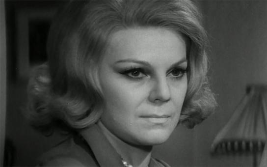 """Arogantní, nafoukaná, sobecká… Kolegové nenechali na """"malostranské hraběnce"""" nit suchou. Jaká opravdu byla dominantní herečka, které se muži báli? Tajnosti slavných"""