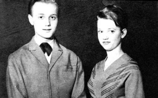 V dětství znali jen dřinu, po velkolepém úspěchu pak přišla tragédie. Co se dělo se slavnými sourozenci Romanovými po odchodu ze slávy. Tajnosti slavných