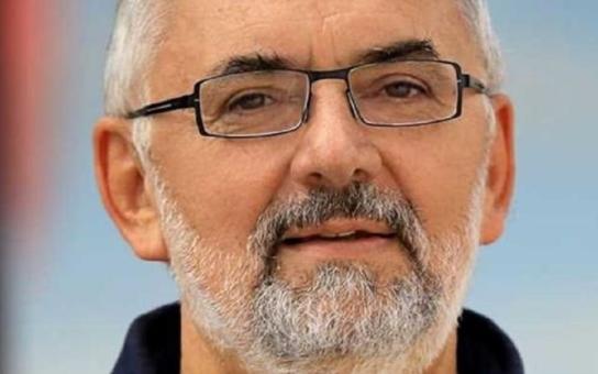 Rektor islamofoba Konvičky: Uvítáme u nás každého, i muslima. Konvička je hulvát. Ať premiéra sršeň do zadnice bodne