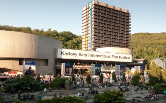 Doplatí unikátní hotel Thermal na filmový festival? Nejspíš ano. Ministr Herman, který ho pravidelně navštěvuje, mu odepřel památkovou ochranu. Upřednostnil své zájmy?