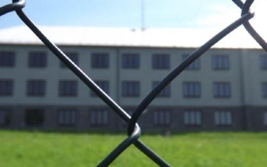 Občané brojí proti azylovému zařízení přesto, že by v něm mohli získat práci. Více stojí o klid a bezpečí... Tento týden proběhne diskuse o uprchlickém táboře