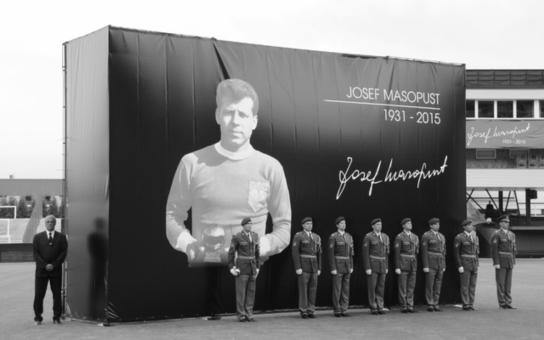 Armáda se rozloučila s legendárním Josefem Masopustem, rodákem ze severočeského Mostecka, kde po něm pojmenovali stadion