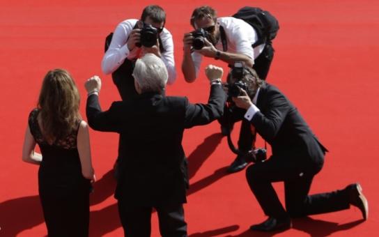 Obskurní soutěž, bezvýznamné filmy, megacirkus, slezina komediantů a tunelářů, impotentní čeští filmaři, velké selhání Ebena. Jak média informují o skončení festivalu