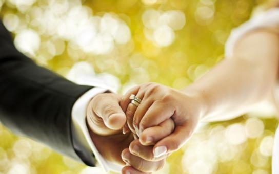 Tři největší letošní politické svatby: Z té nejutajenější máme jen foto nevěsty. Podívejte se, jak to vypadá, když se berou politici