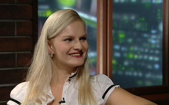 """""""Blbá blondýna"""" Iva Pazderková dva roky doslova bojovala o život. A přiznala, co ji v osmnácti letech málem zabilo"""