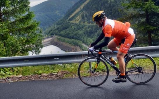 Jako na Tour de France. Účastníci Handy cyklo maratonu zvládli drsný výjezd na Dlouhé stráně