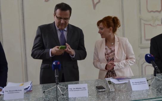 Je zbabělý, řekl odpůrce těžby po setkání s ministrem Mládkem. Dvě znesvářené strany se střetly v Litvínově