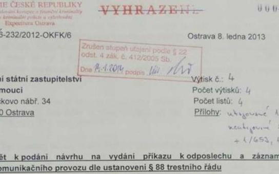 Totálně v rozkladu. Elitní policejní útvar, který odhalil Nagyovou a usvědčil Ratha, zažívá nyní udávání, vynášení informací, intriky