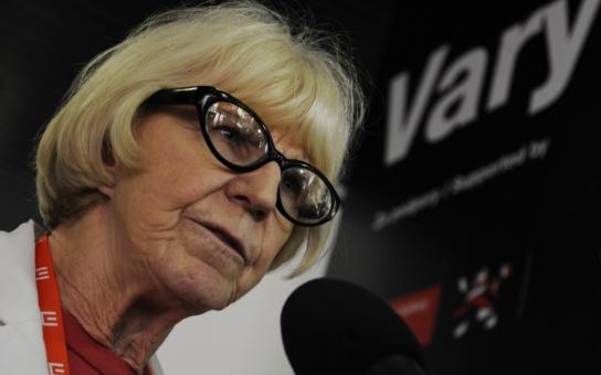 První dáma českého filmu má smůlu na alkoholiky a nevěrníky. Poprvé se vdávala tajně kvůli sexu. S kým žije dnes? Tajnosti slavných