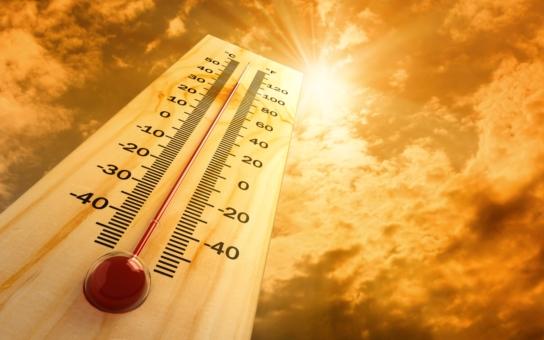 Toto není léto, to je demoverze krematoria! Facebook žertuje, větráky jsou beznadějně vyprodané, lidé z pekelného vedra kolabují a předpověď?  Nic moc