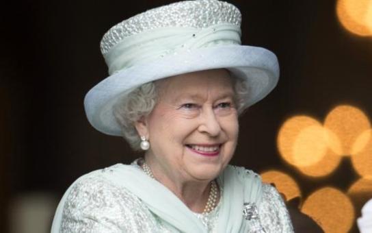 Proč si o britské královně všichni myslí, že je studený čumák? Kdepak, má vášnivou duši. Tohle o ní totiž nikdo neví...  Tajnosti slavných